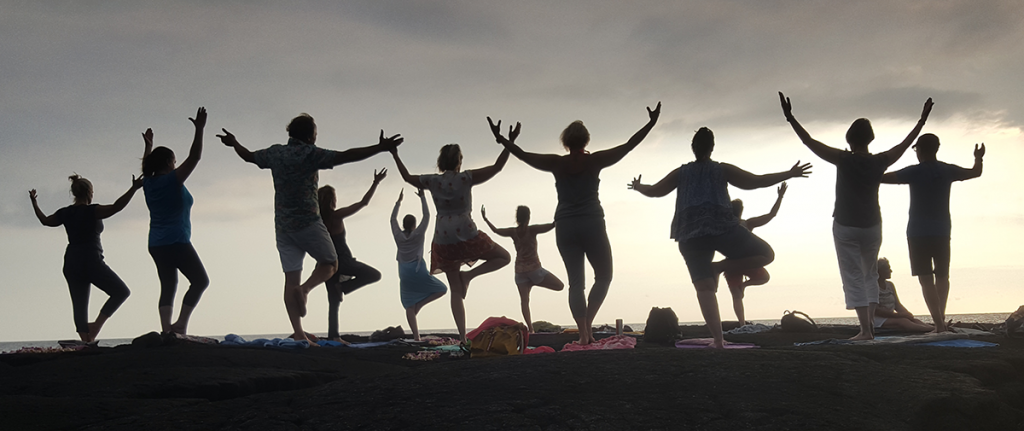 Home Titelbild, Gruppenübungen auf Lavastein in Hawaii